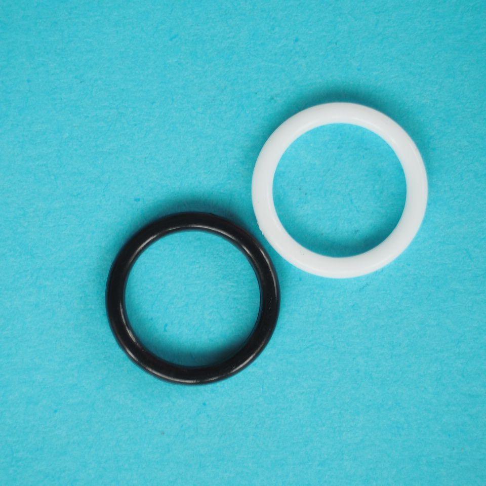 kroužek plastový vel. 10 mm bílý, černý